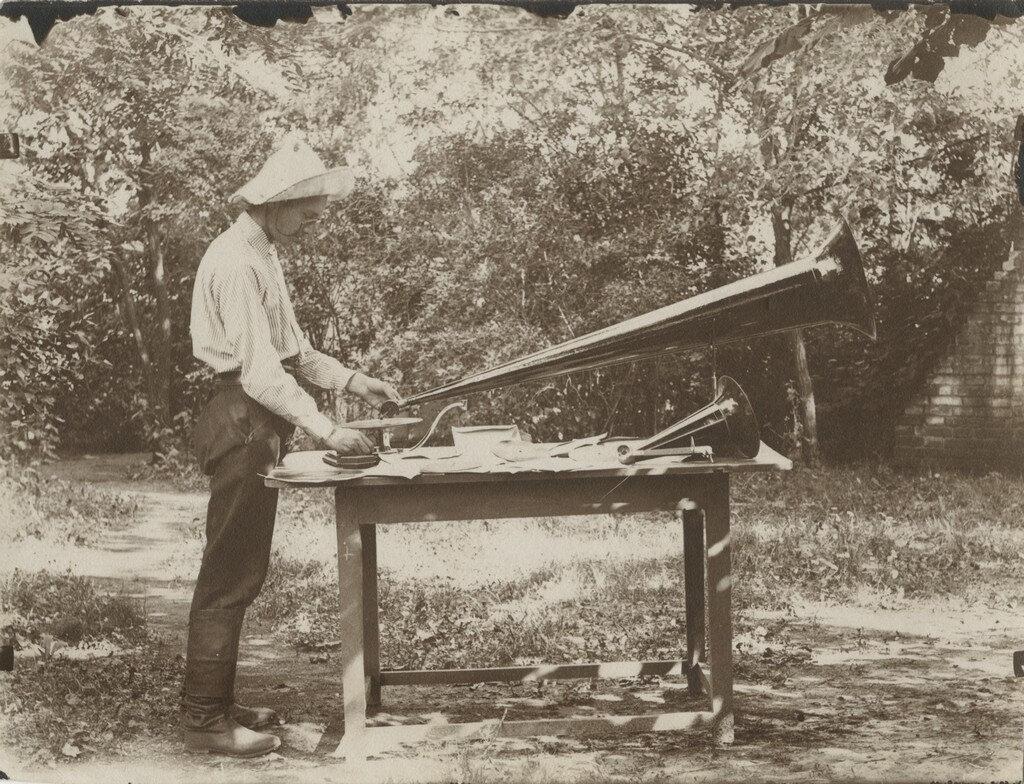 1903. Борис Мартынов и его граммофон