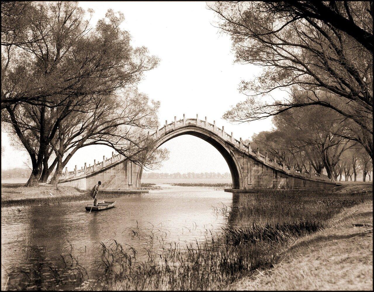 1924. Юйдайцяо (Мост нефритового пояса) и лодка, Летний дворец, Пекин