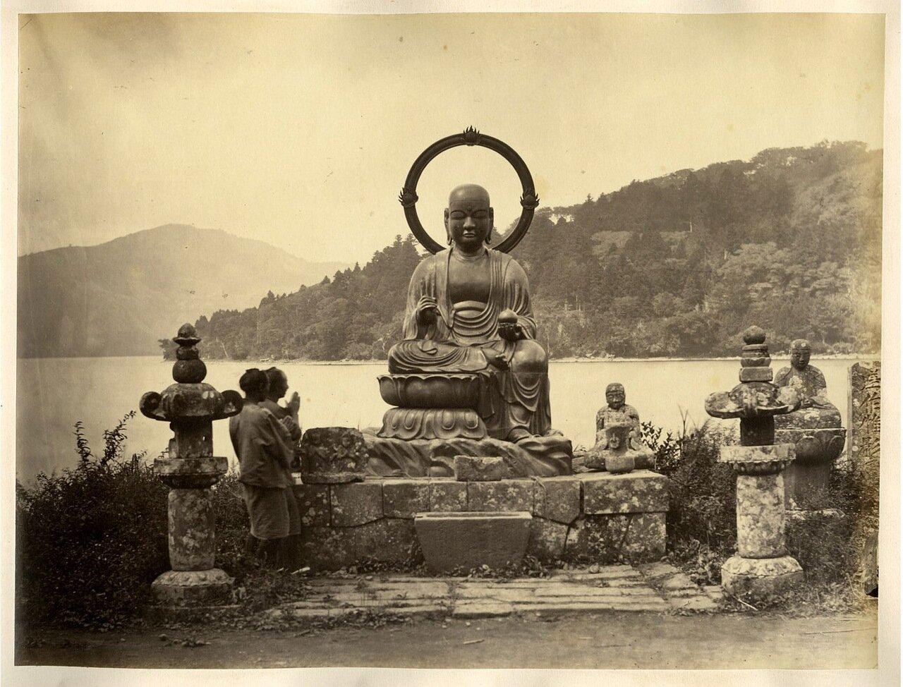 Хаконе. Бронзовая статуя