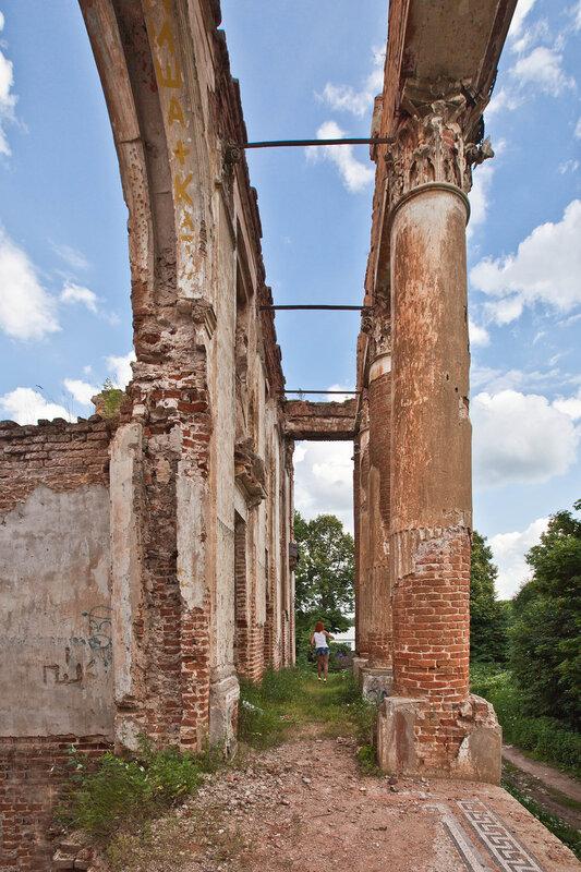 Руины дворца на Наре