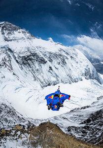 Прыжок с Эвереста — новый мировой рекорд бейсджампера