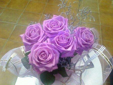 Букет из  сиреневых роз открытка поздравление картинка