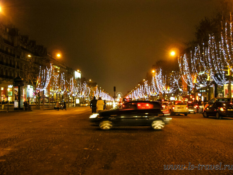 Елисейские поля в Рождество