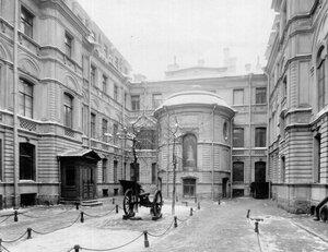 Двор дома князя Л.М.Кочубея.