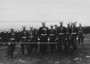 Группа офицеров полка на параде.