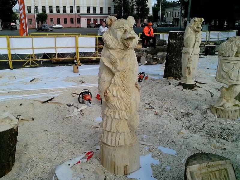 Медведь с птицей на лапе (мастер Большаков Андрей Станиславович, г. Кинешма) - скульптура конкурса «Лесная сказка»