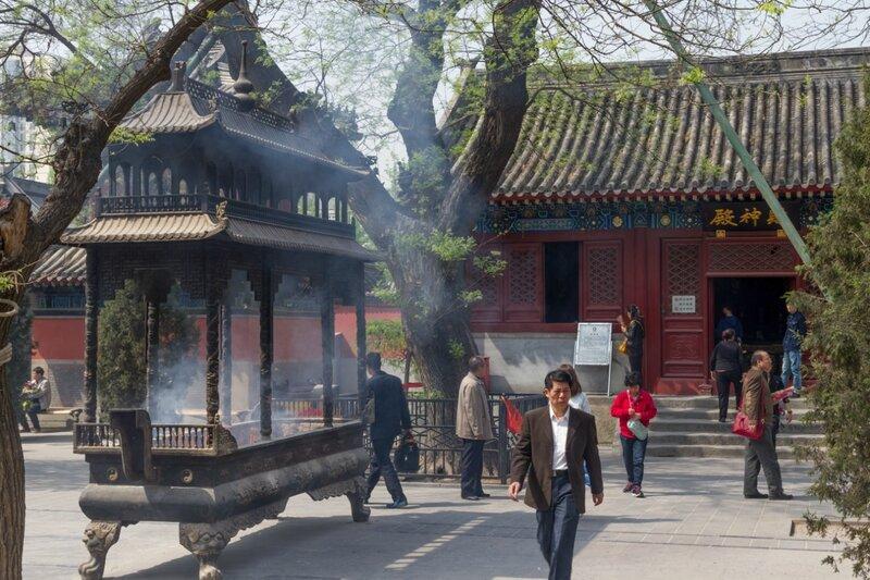 Жертвенник и Зал Цайшэньдянь, храм Белого облака, Пекин