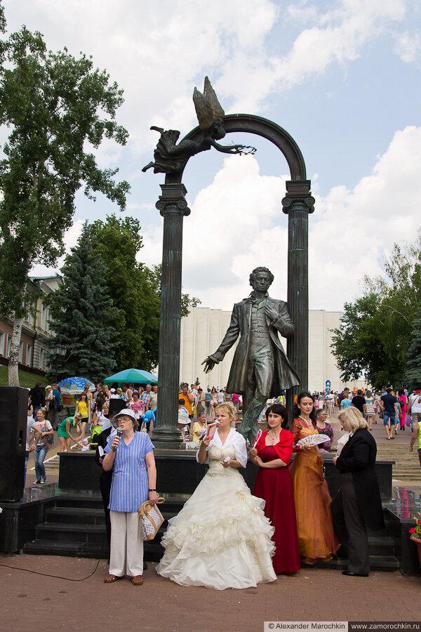 Стихи Пушкина читают у памятника в Саранске