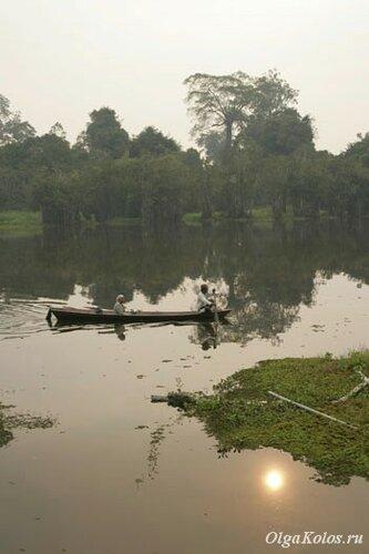Закат на озере рядом с деревней Лонг Ирам
