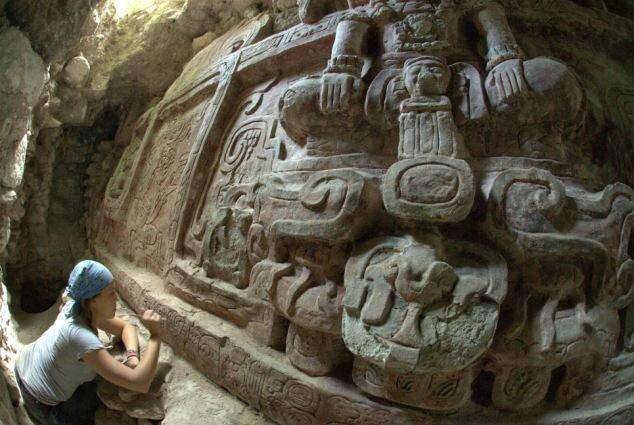 Археологи сделали уникальную находку - они нашли статую майя!