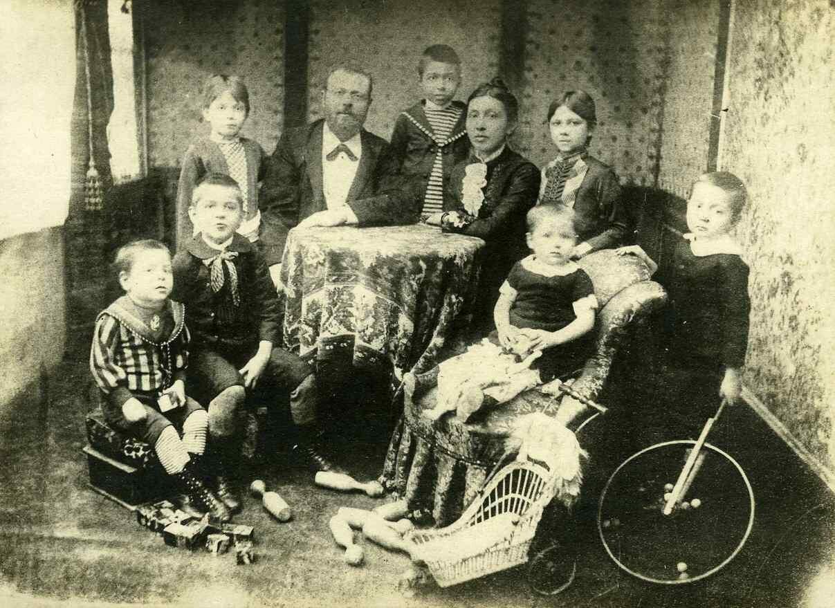 1890. Семья Грондейса