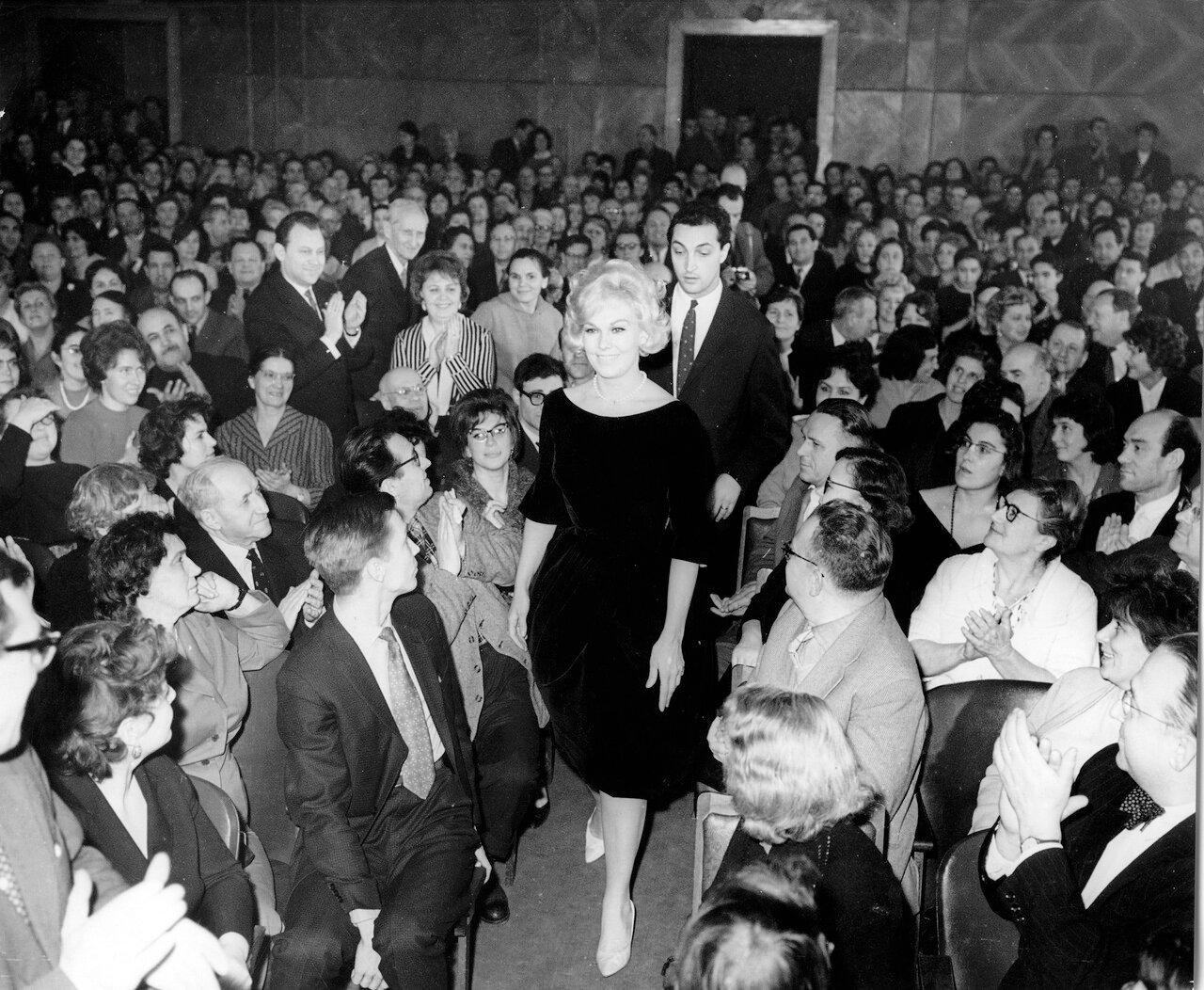 1962. Ким Новак и Михаил Козаков в Москве