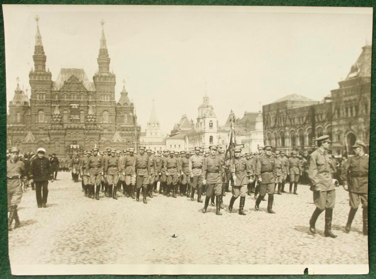 1930. Парад на Красной площади в Моcкве
