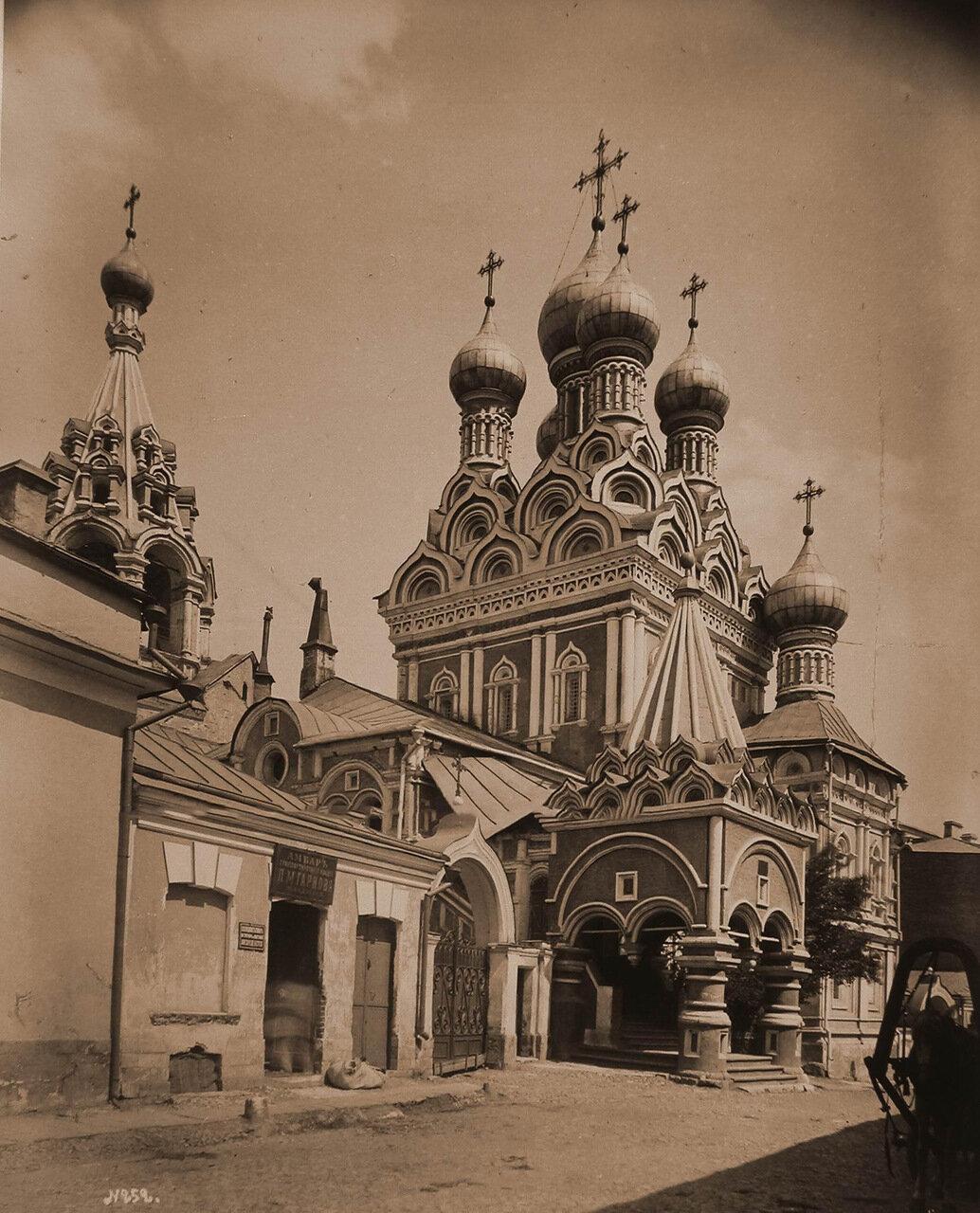 Вид на церковь Святой Троицы (Грузинской Божией Матери;построена в 1628 г.купцом Г.Никитинковым)