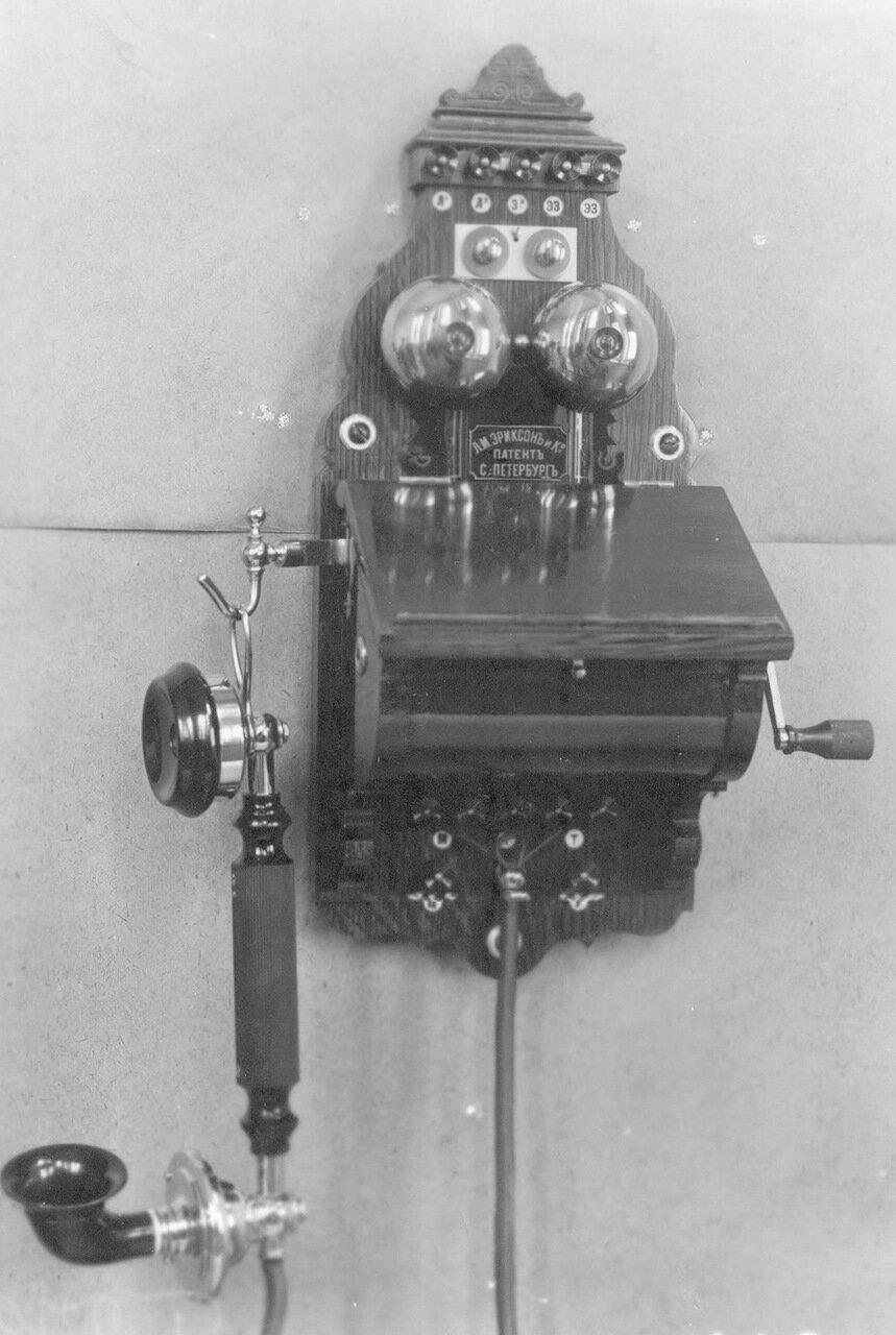30. Внешний вид стенного индукторного телефонного аппарата без элементов питания (элементы устанавливаются отдельно в футляре)