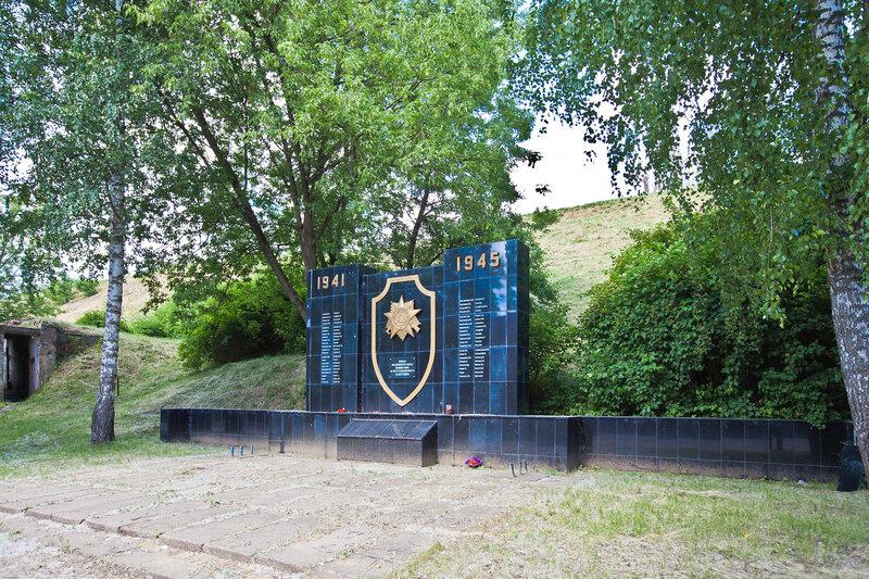 Мемориал погибшим в ВОВ у подножия Красной Горы в Серпухове