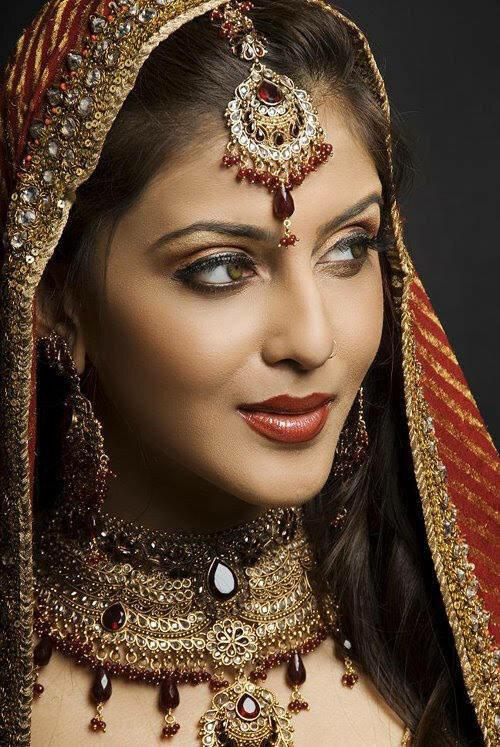 印度美丽的新娘和妆饰图片