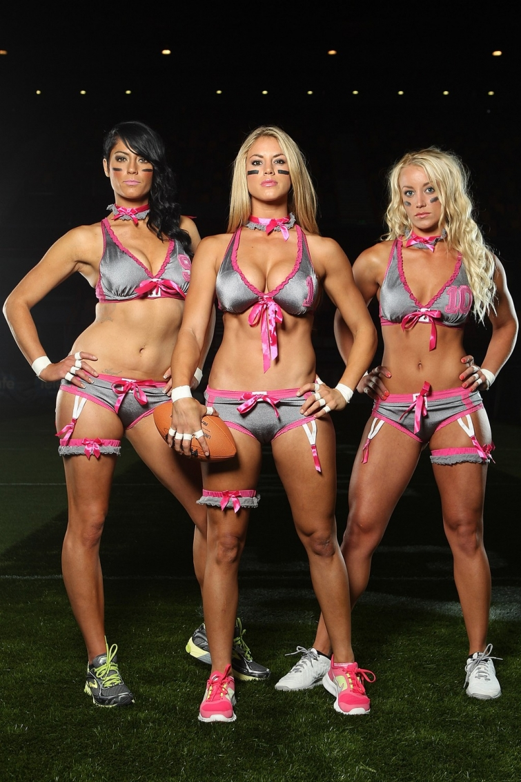 Три сексуальные девушки