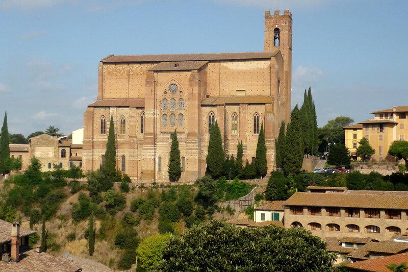 Италия 2011г. 27.08-10.09 544 Базилика Сан-Доменико.Всю свою жизнь отдала служению церкви. Умерла в 1380 году. Причислена Каталической церковью к лику святых.jpg