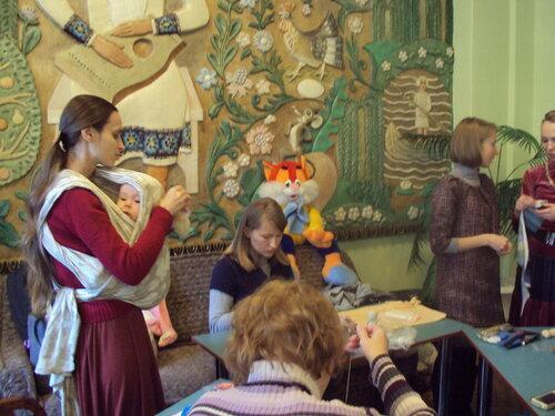 проведение занятий кружков, клубы в библиотеке, вальфдорская педагогика, семейный клуб в библиотеке