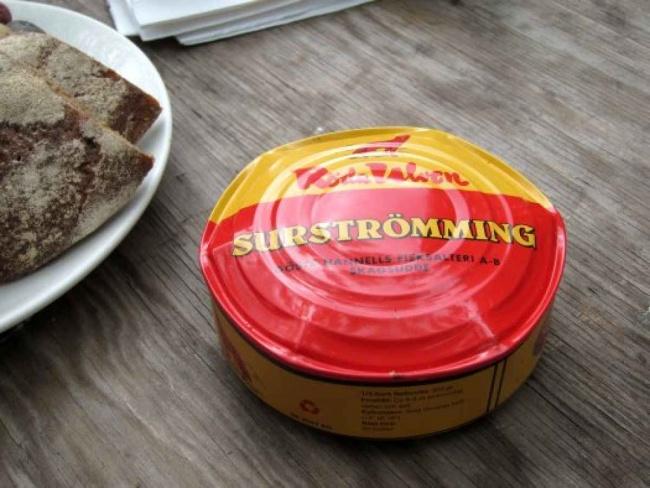 Сюрстрёмминг — это подтухшая селедка, хотя есть немало ценителей ее вкуса. Говорят, самый страшный м