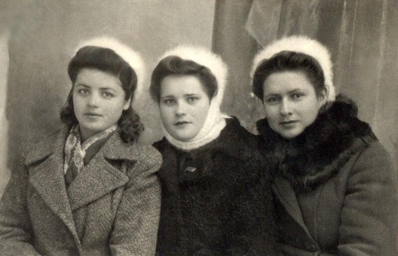 Р.Скрынникова, М.Удовиченко, Н.Прокопенко. 10 февраля 1947 г., в день рприбытия в Подгорное, Воронеж.