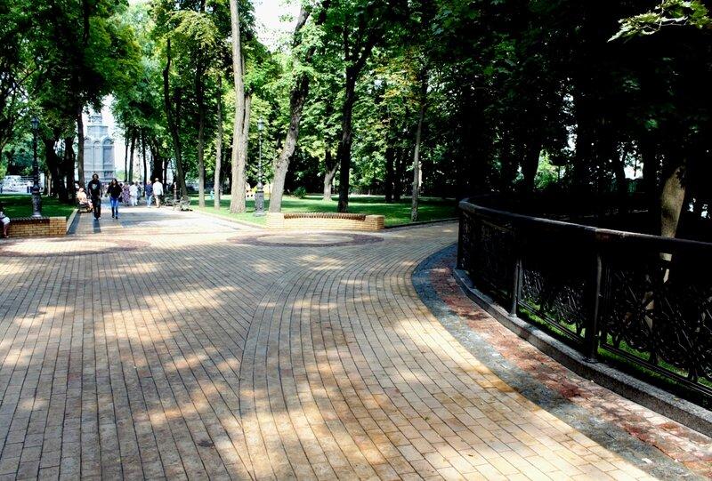 Вход на нижнюю террасу Владимирской горки