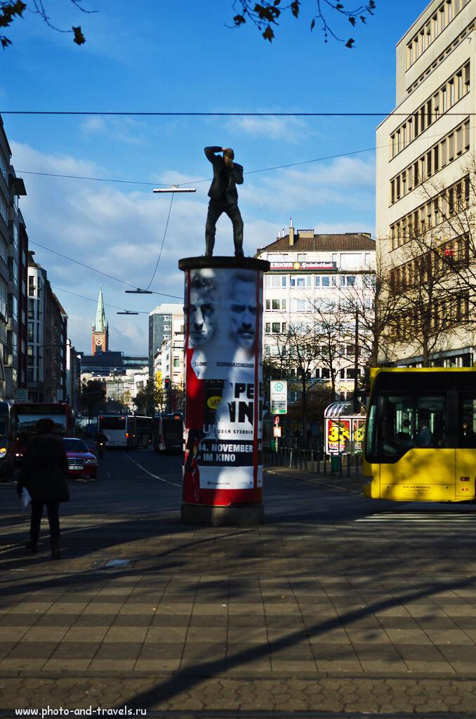 Фотограф около железнодорожного вокзала в Дюссельдорфе. Снято на любительскую зеркалку Nikon D5100 с репортажным объективом Nikon 17-55mm f/2.8G.