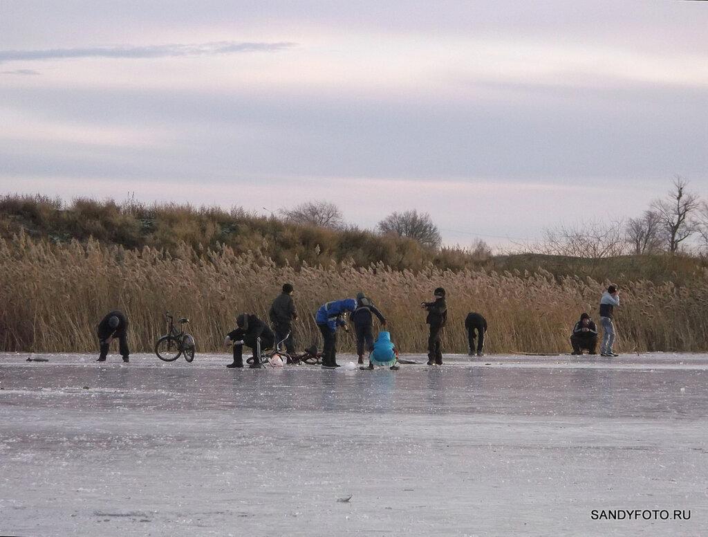 Толщина льда на реке Увельке в Троицке