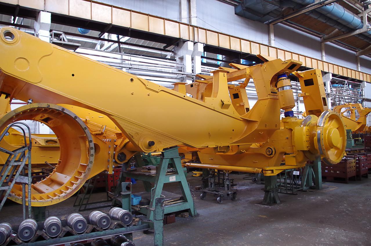 0 9286a 28f95eb8 orig Как делают гигантов    БелАЗы.
