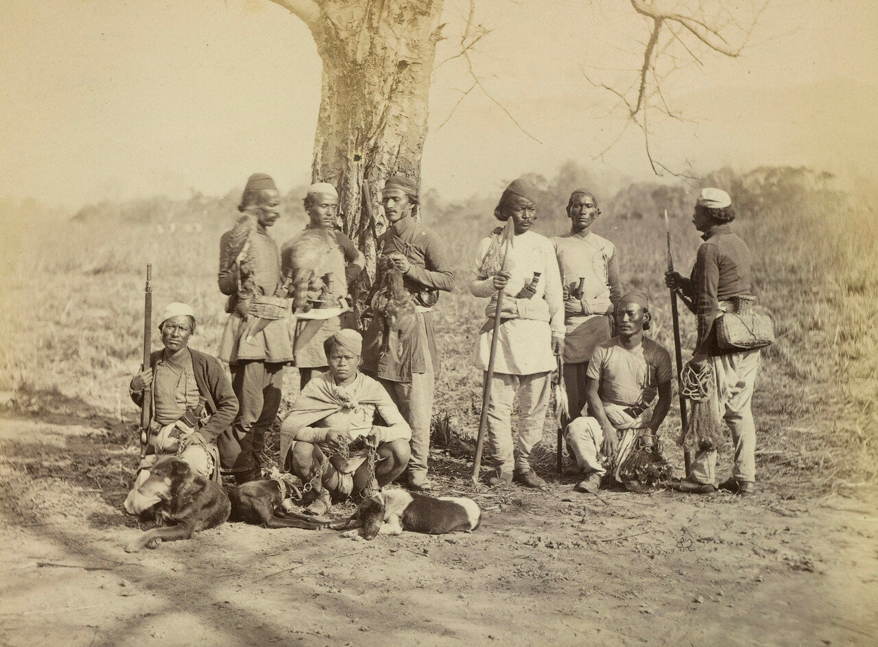 117. Группа непальцев