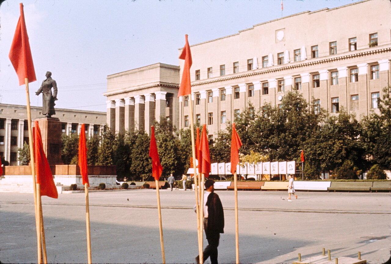 Орджоникидзе. Центральная площадь
