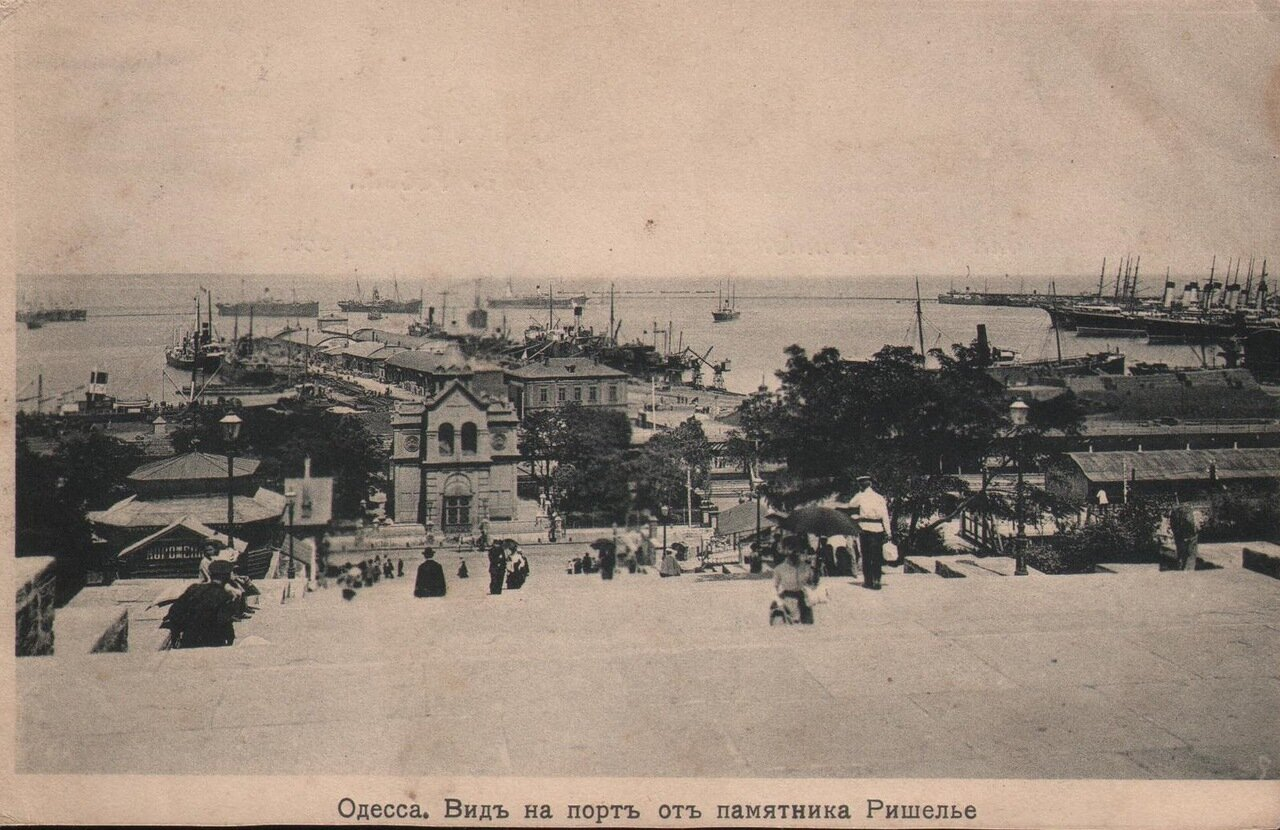 Вид на порт от памятника Ришелье