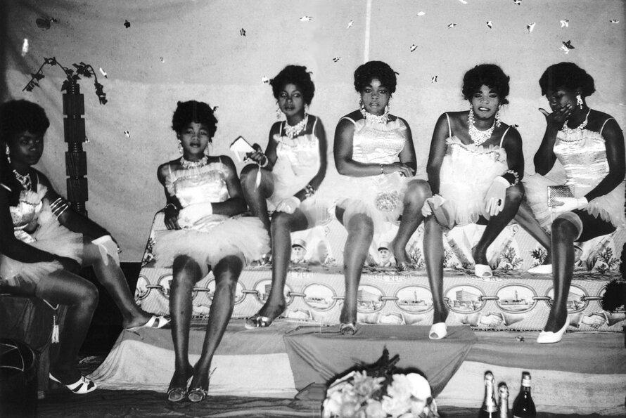 1958. Танцовщицы ночного клуба
