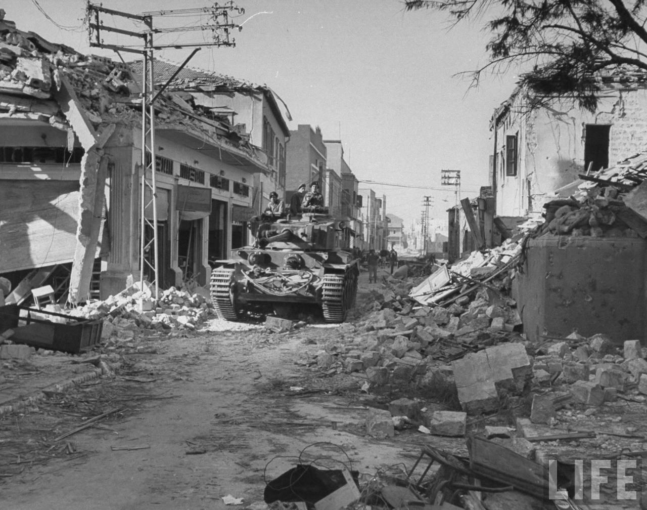 1948. Британский танк на улице в Иерусалиме