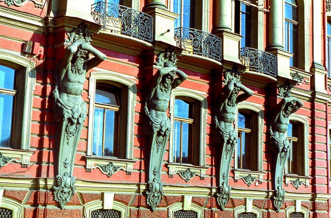 16.  Фасад   дворца  на  Невском