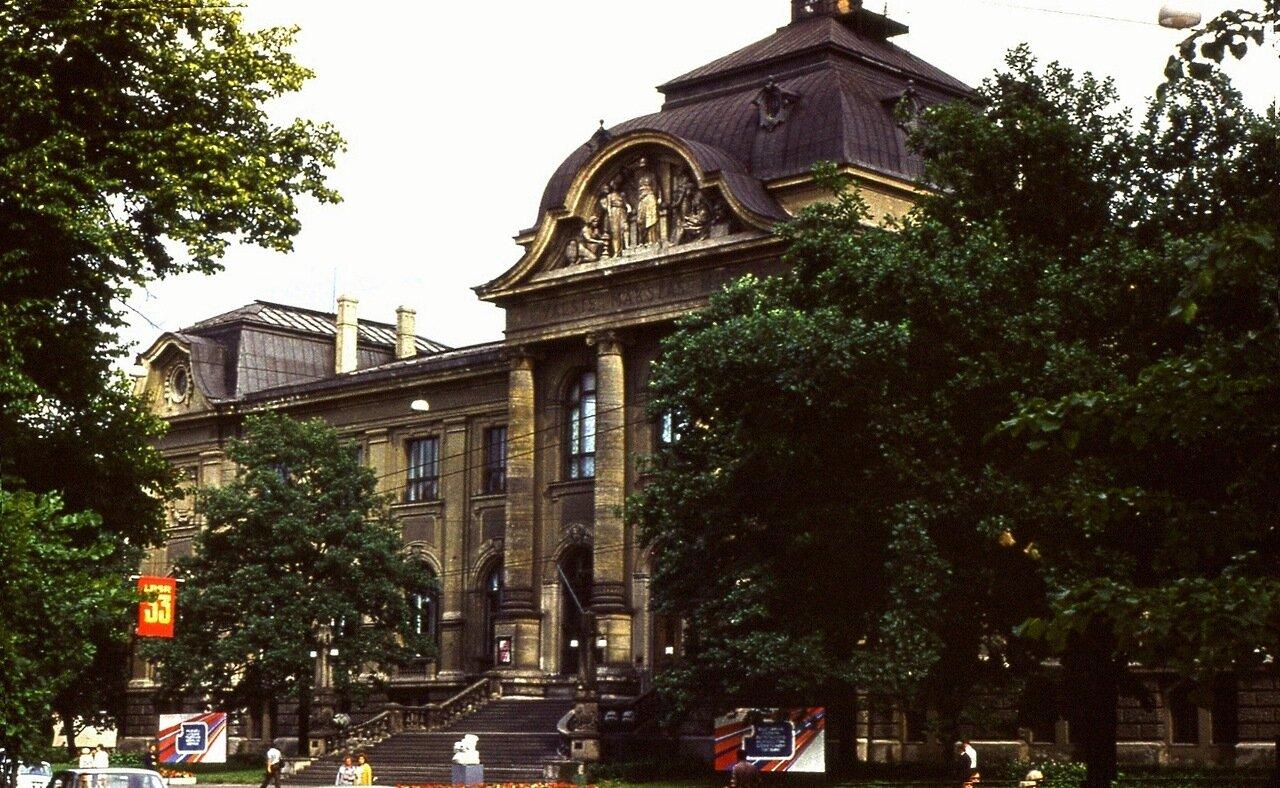 8. Латвийская  библиотека