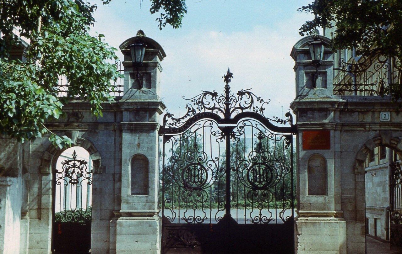 97.  Кованые  ворота