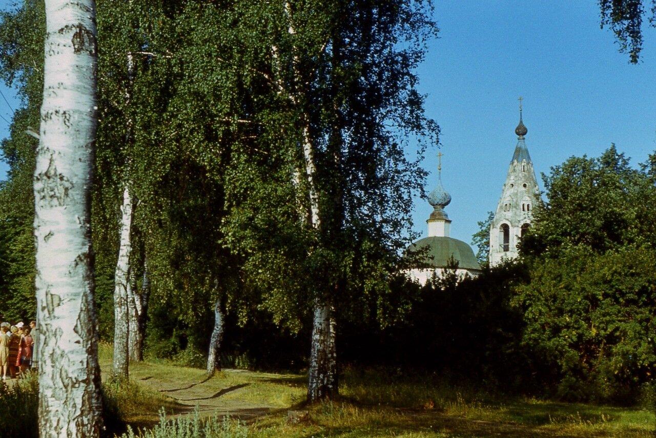 124. Вдали - Троицкая  церковь