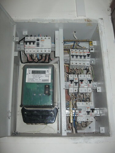 Срочный вызов электрика аварийной службы в квартиру: Выборгский район СПб (Шувалово)