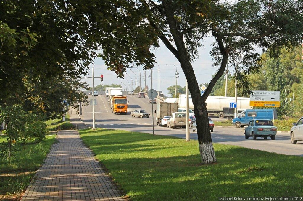 Перекресток Макаренко - Дзгоева - Михайловское шоссе
