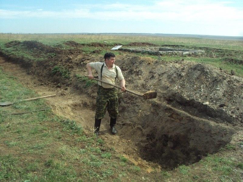 Руководитель строительных работ Павел Стромов за работой (26.06.2014)
