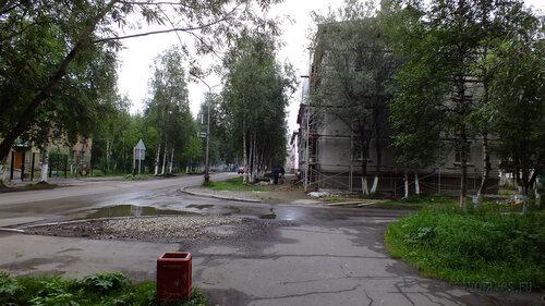 Фото города Инта №5347  Западная сторона Мира 1 (проводятся работы по ремонту фасада) 30.07.2013_13:33