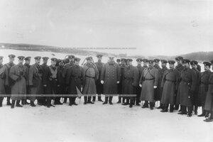 Группа офицеров - участников стрельб, в центре командир гвардейского корпуса генерал-адъютант В.М.Безобразов.