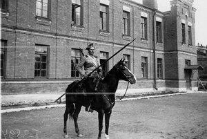 Казак лейб-гвардии Казачьего полка в полном вооружении на коне.