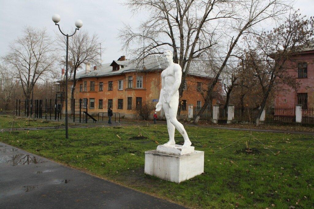 Челябинск. ТЭЦ. Парк советского периода (10).JPG