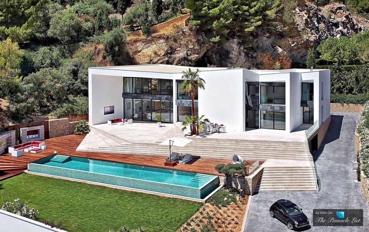 Модный особняк с бассейном