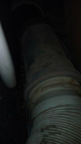 Устранение засора унитаза в квартире с частичной разборкой канализационного трубопровода