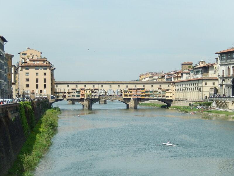 вид на мост Понте-Веккьо с юго-восточной стороны (с моста Грация)