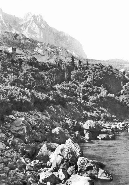 Алупка. Вид на Ай-Петри со скалы Айвазовского